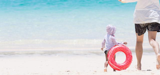 海水浴やプールで使えるスマホ特集|高温・防水に強いおすすめ機種7選