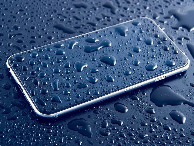 iPhoneが水没した時の対処法|データ復旧方法と修理にかかる費用