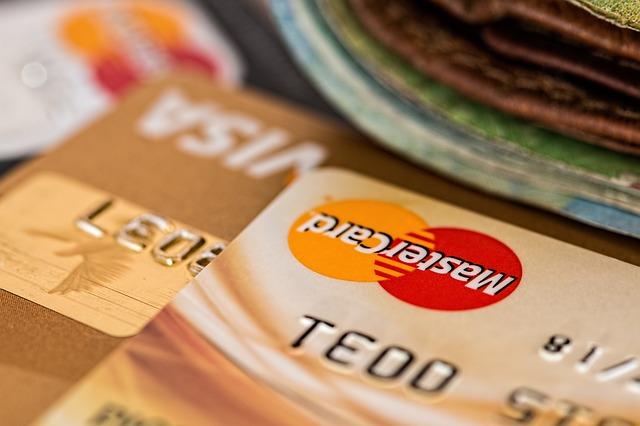 ドコモユーザーにお勧めのクレジットカード5選|携帯料金も買い物も安くなる