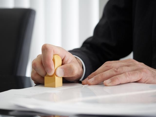 ドコモで家族子回線を解約する手順と解約時期・違約金・用意するもの