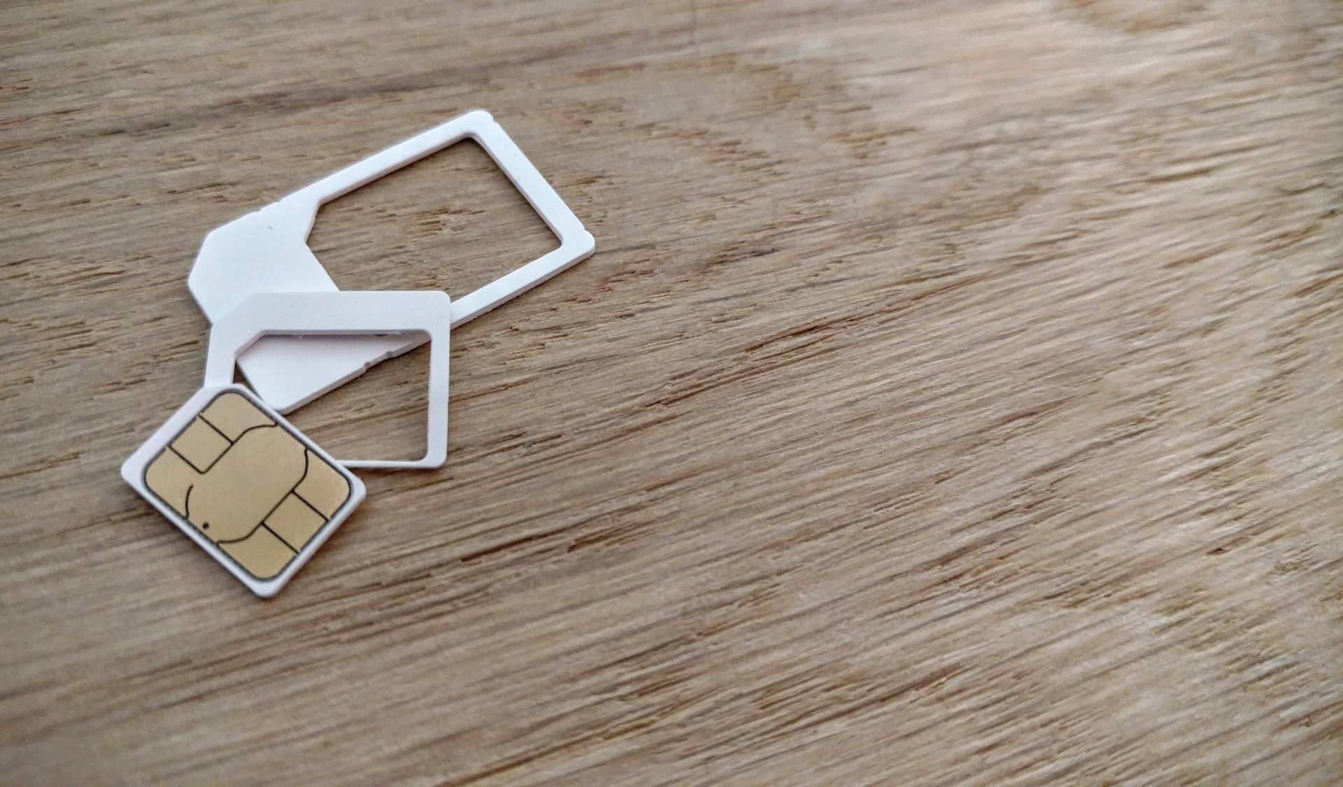 USIMカードとSIMカードは一体何が違うの?取り扱いの注意点も解説
