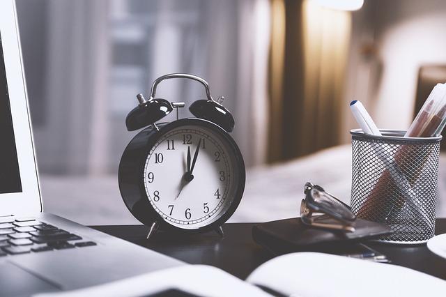 iPhoneベッドタイム活用方法|睡眠分析のすごさと設定・使い方を紹介