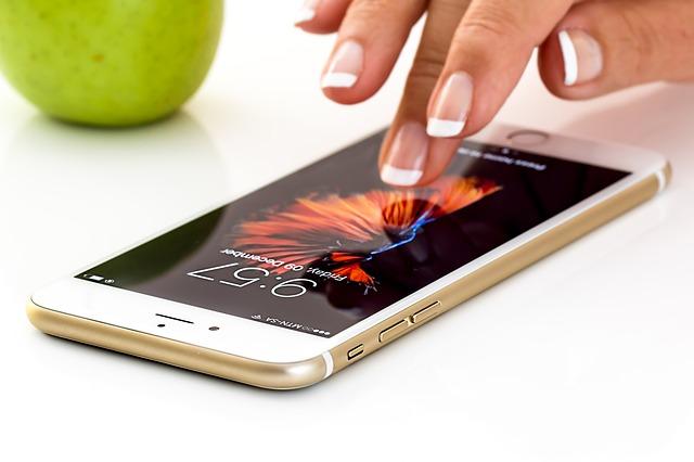 2019年新型iPhoneで待望の復活?指紋認証と顔認証のメリット