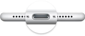 【対処法1】iPhoneの充電ポートを掃除してみる